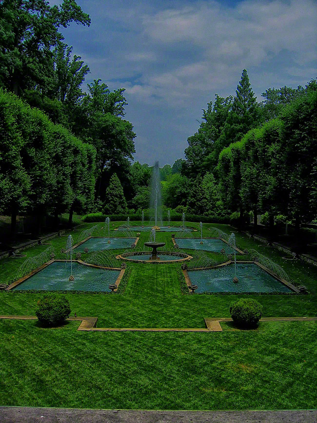 Water softens the formal edges of the Italian garden.