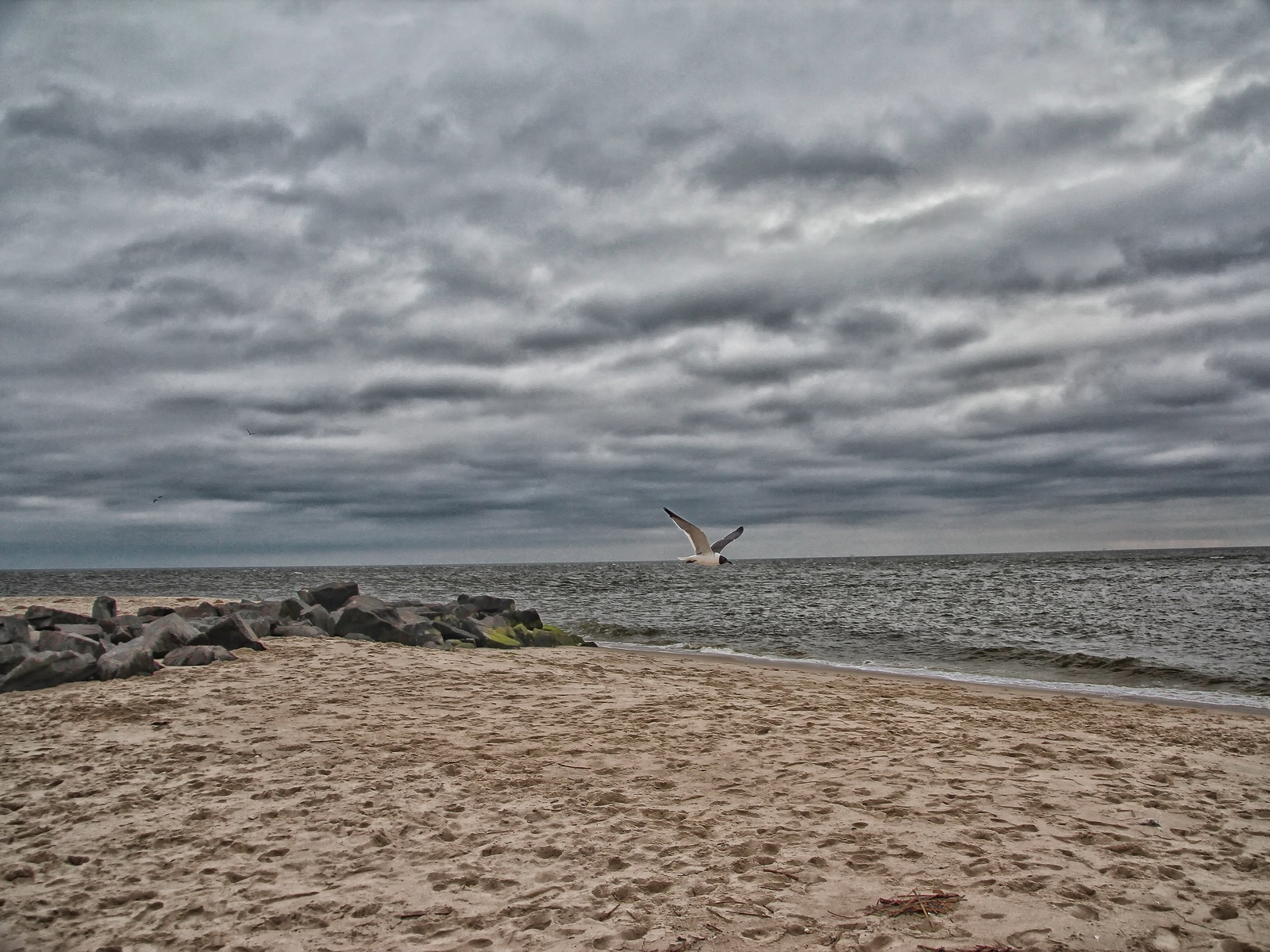 On this large space the Atlantic Ocean and Delaware Bay meet at Sunset Beach.