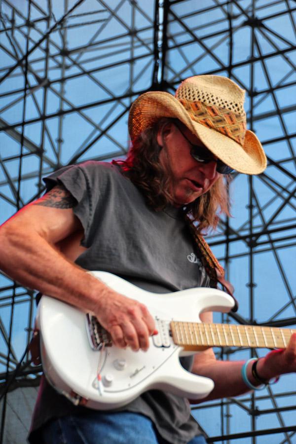 Guitar notes flew everywhere from Glen Alexanders jam.