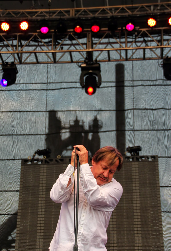 Southside Johnny reflects in front of Steel Stacks.