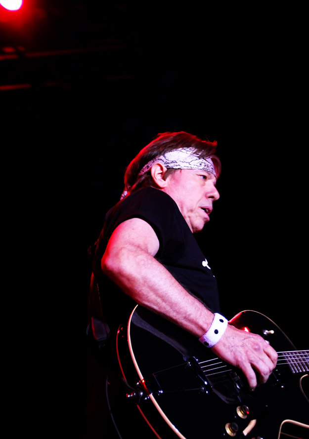 bethlehem, pennsylvania, george thorogood and the destroyers, musical, hands,, photo